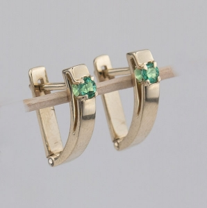 gem-earringsemeralds